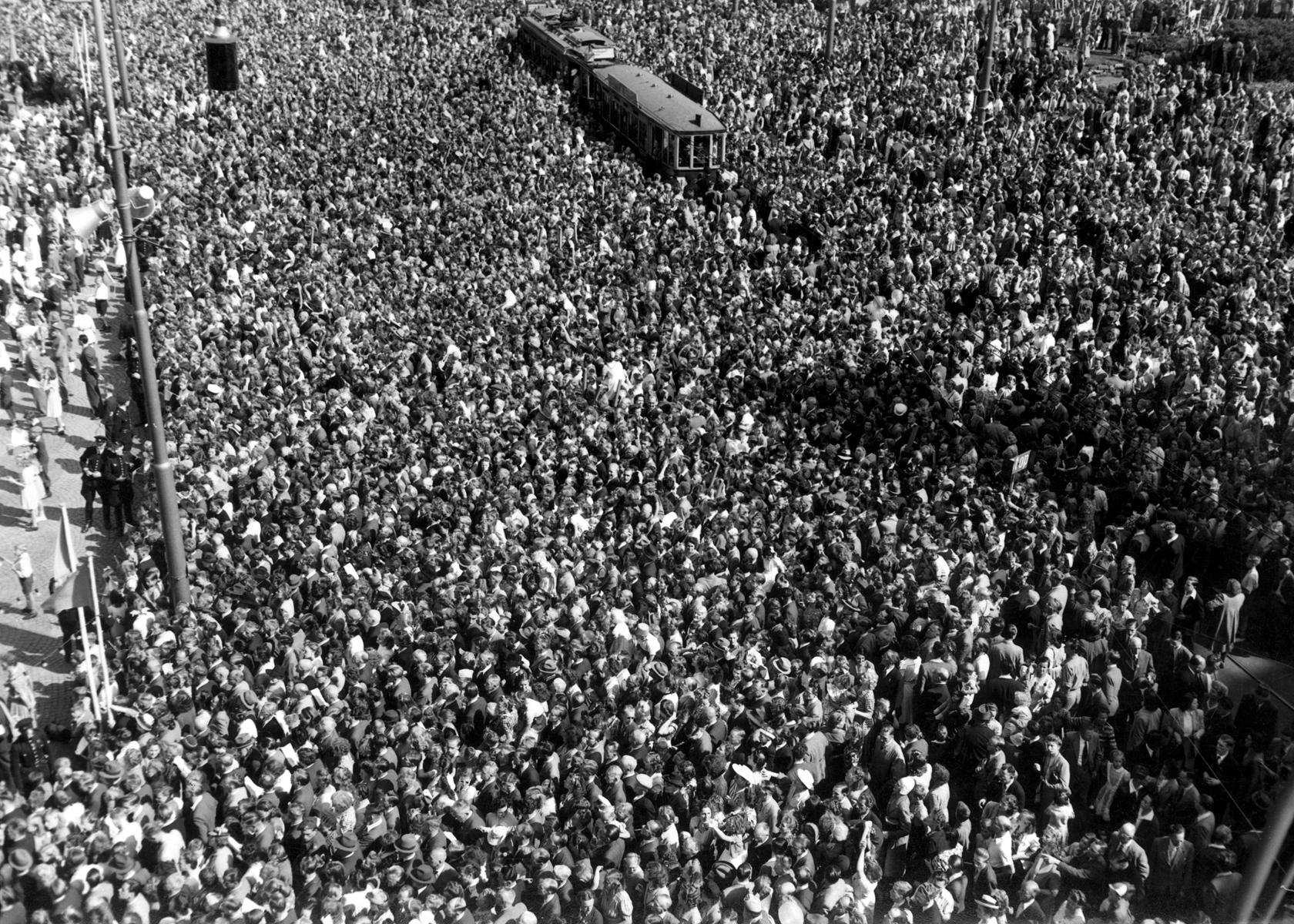 Aubade voor wilhelmina t g v haar 50 jarig regeringsjubileum dam te amsterdam 31 08 1948 - Ruimte aubade ...