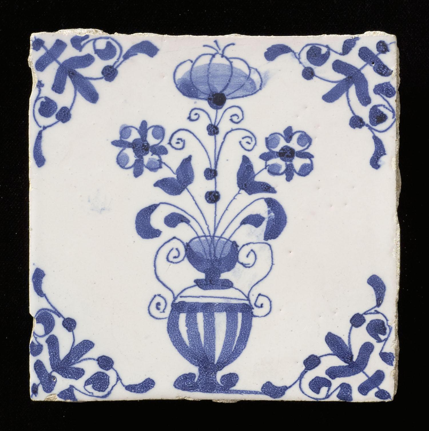 Tegel van aardewerk met tinglazuur voorstellende een for Tichelaar makkum tegels
